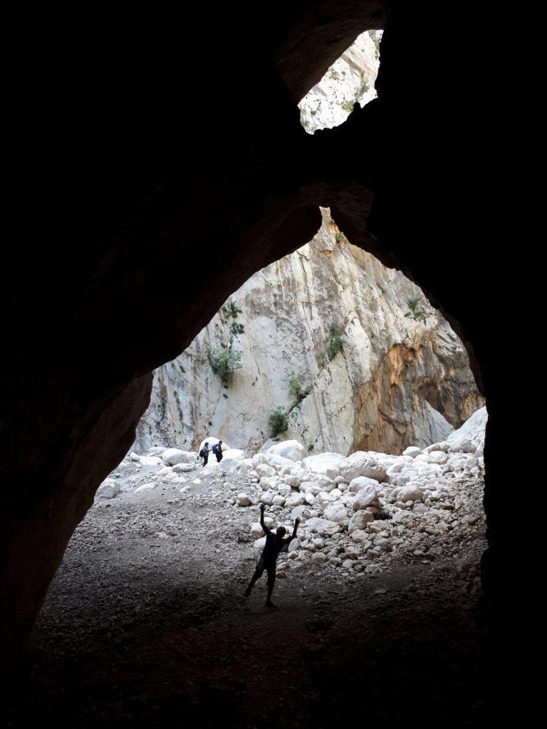 le belle formazioni calcaree delle pareti che formano il Canyon Gorropu