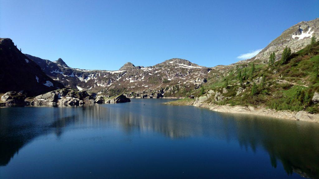 """il lago artificiale accanto al Rifugio, l'invaso più grande dell'""""altopiano dei laghi"""""""