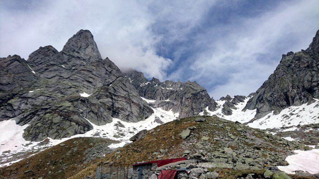 ultimo sguardo alla Cima di Zocca (a sinistra) e al Passo limitrofo