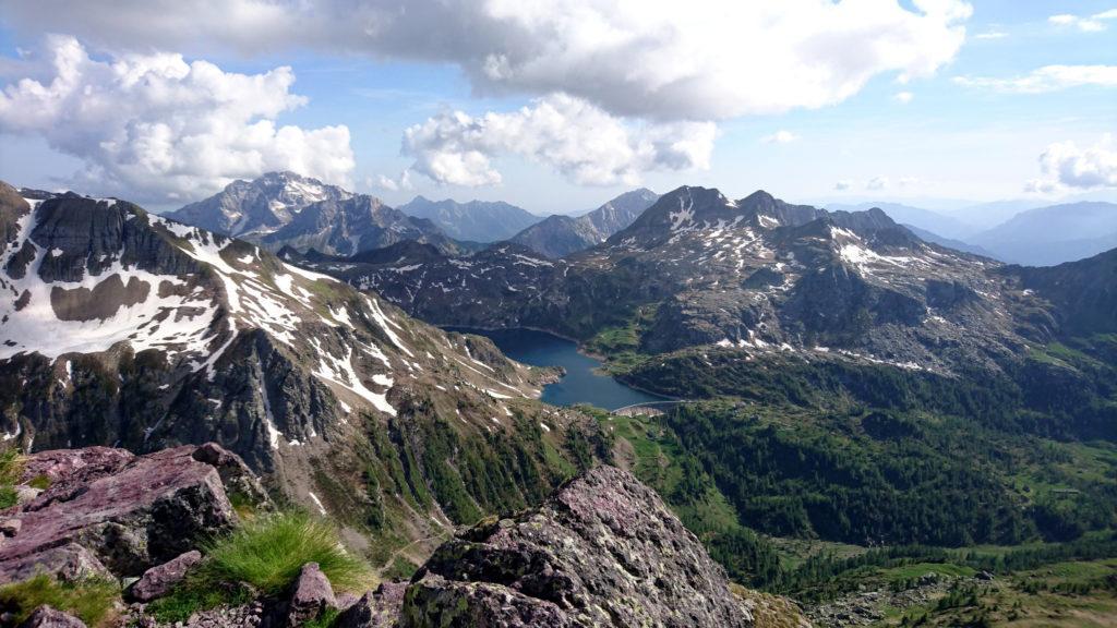 panorama dalla vetta del Pizzo del Becco verso i Laghi Gemelli