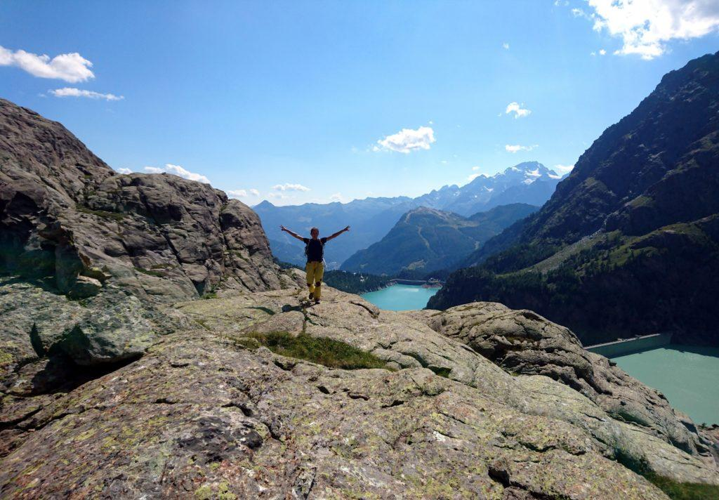 sulla cima, seguendo gli ometti verso la Val Poschiavina