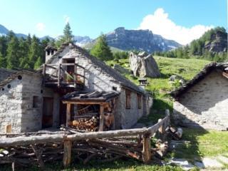 le bellissime casette della Balma, ristrutturate da poco