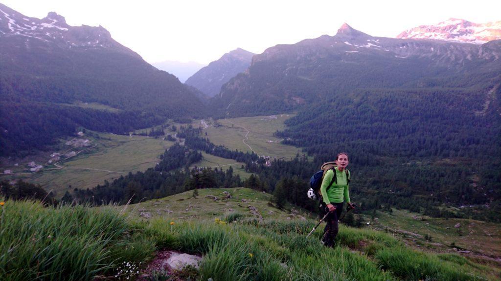 in basso l'Alpe Veglia, ancora in ombra