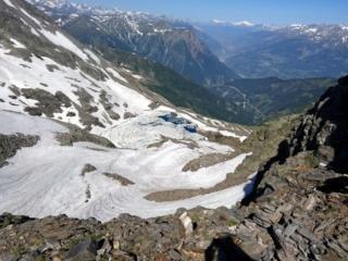 capiamo di aver sbagliato attacco... e ridiscendiamo verso il versante svizzero, dopo aver perso 2 ore