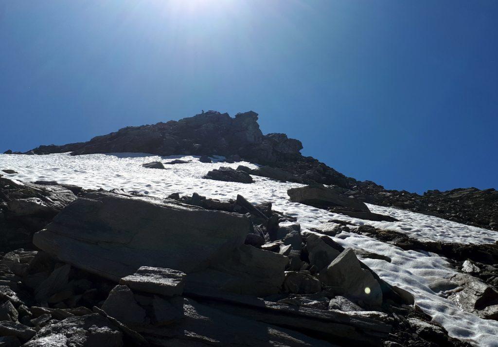 la dorsale che risale in cresta dal lato svizzero è comoda e semplice