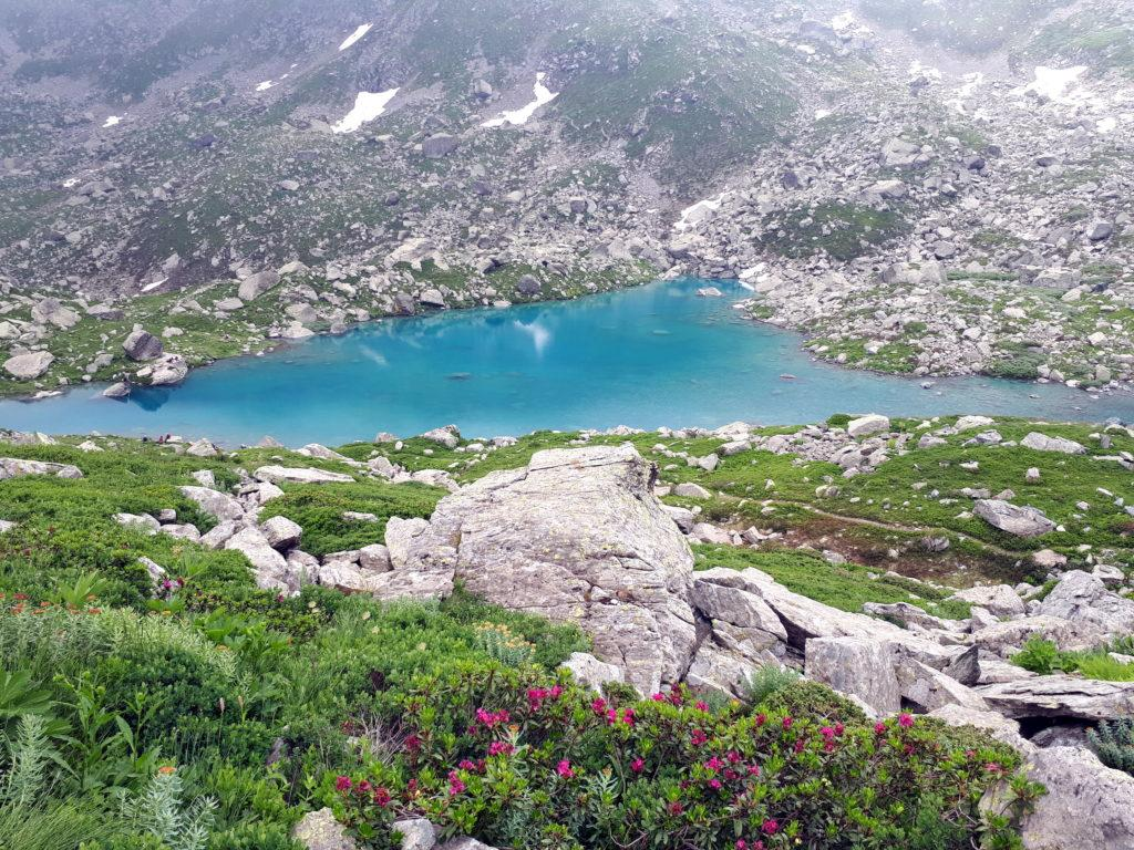 Lo splendido lago Chiaretto che va aggirato completamente