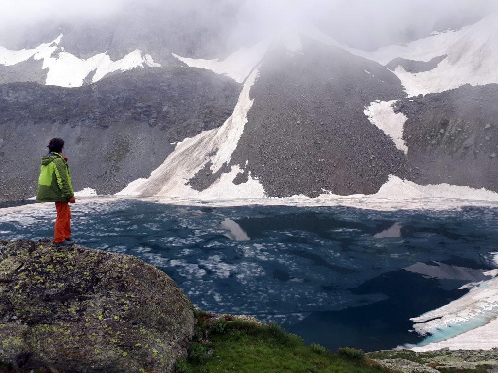 il Lago Grande di Viso è ancora parzialmente ghiacciato