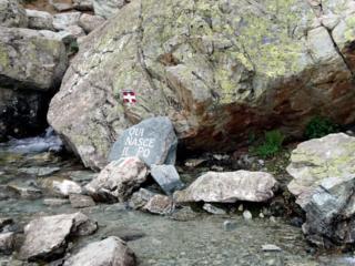 Subito incontriamo la sorgente del Po, meta di molti turisti