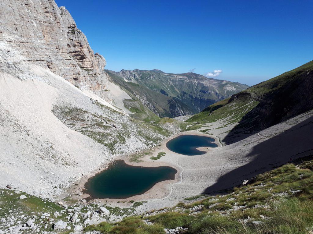 i Laghi di Pilato visti dal sentiero che porta in cima al Vettore