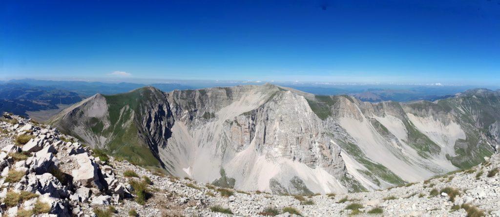 vista verso il Pizzo del Diavolo dalla cima del Monte Vettore