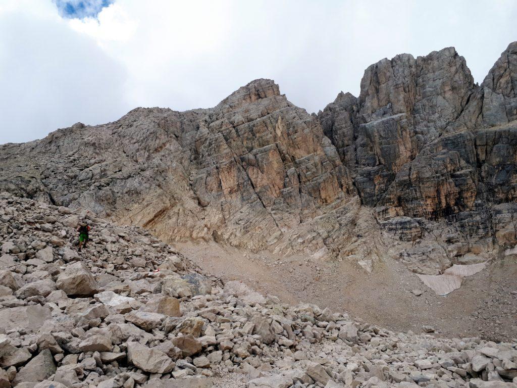 la conca del Ghiacciaio Calderone, sotto il Corno Grande: purtroppo di ghiaccio ne rimane ben poco
