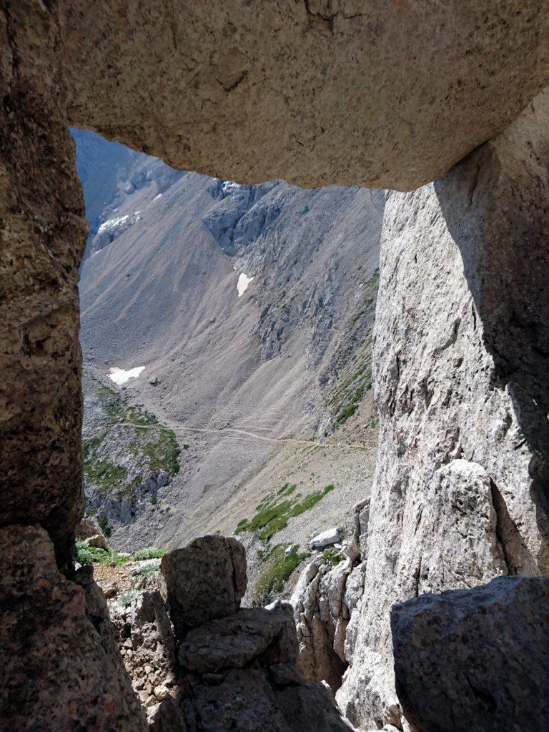 la finestra della Chiaraviglio incornicia il panorama