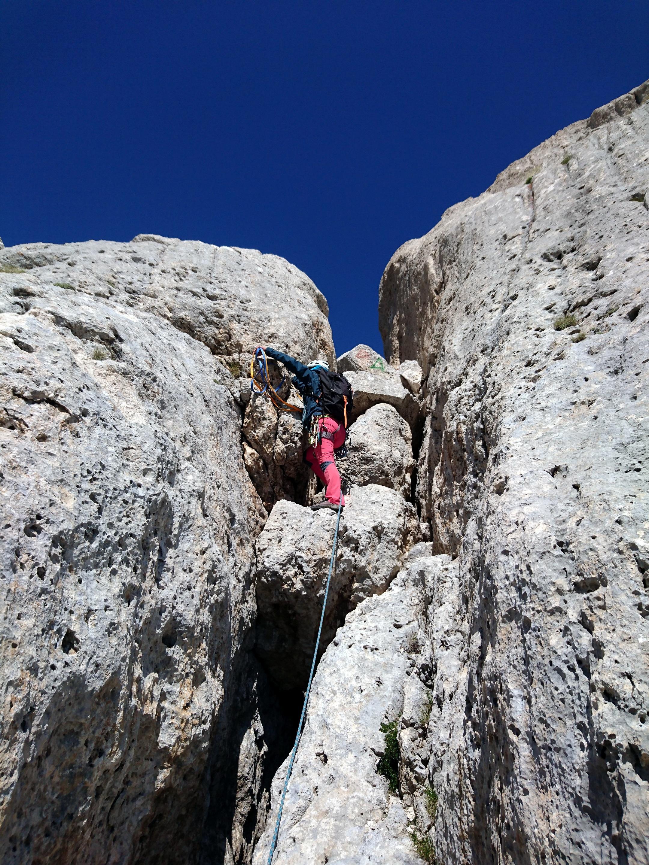 su e giù lungo la cresta: tutto il percorso è facilmente proteggibile
