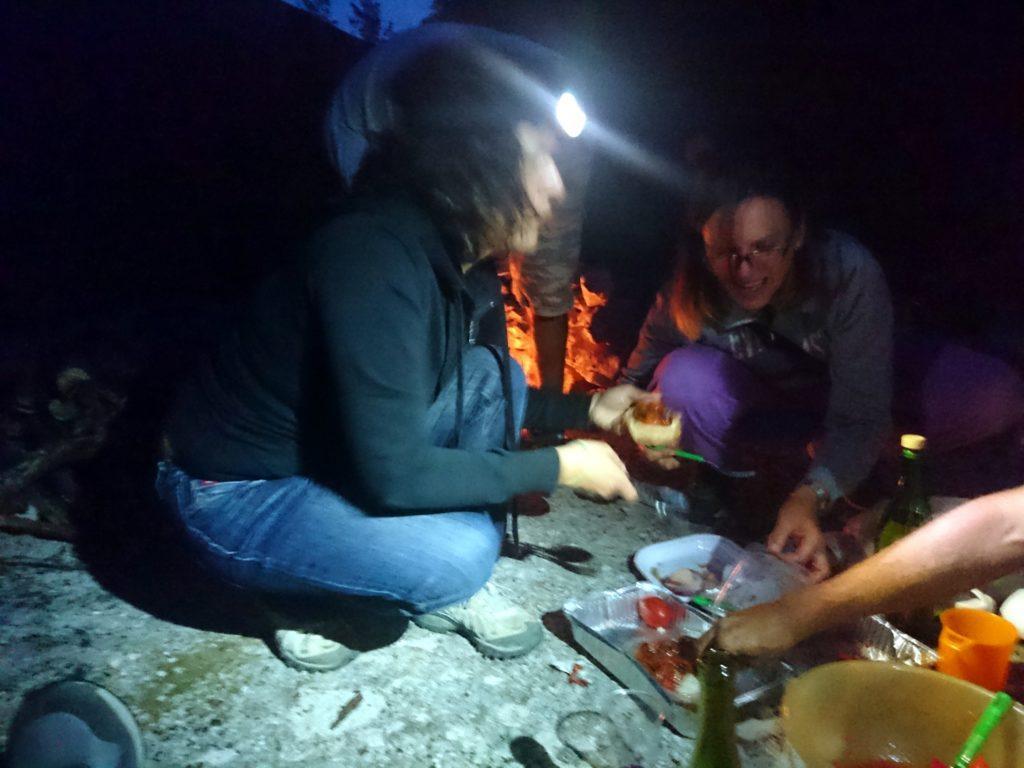 il fuoco, la chiacchiere, la condivisione di ottimo cibo: what else?