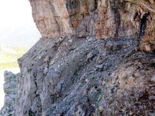 la prima cengia che va attraversata a destra per raggiungere lo Spigolo Gasperi