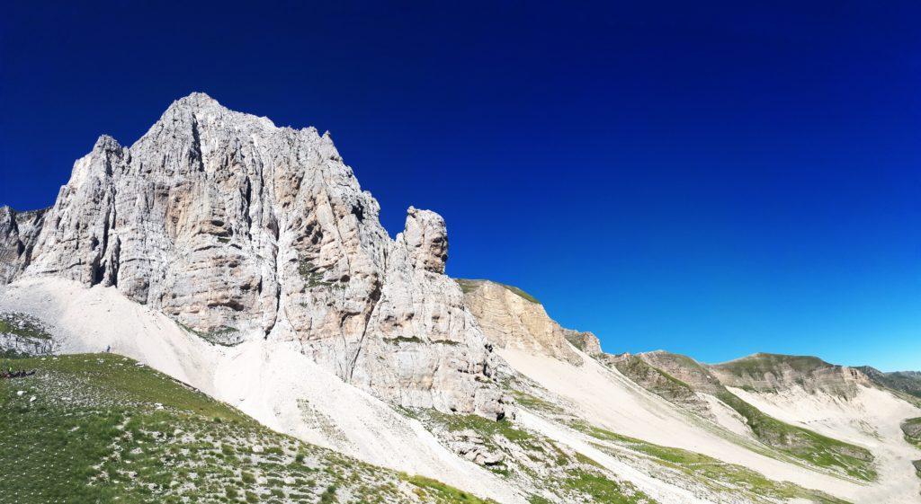 il Pizzo del Diavolo, l'unico rilievo interamente roccioso su questo versante