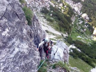 Passo finale di uscita dal primo tiro con cui si raggiunge il terrazzone