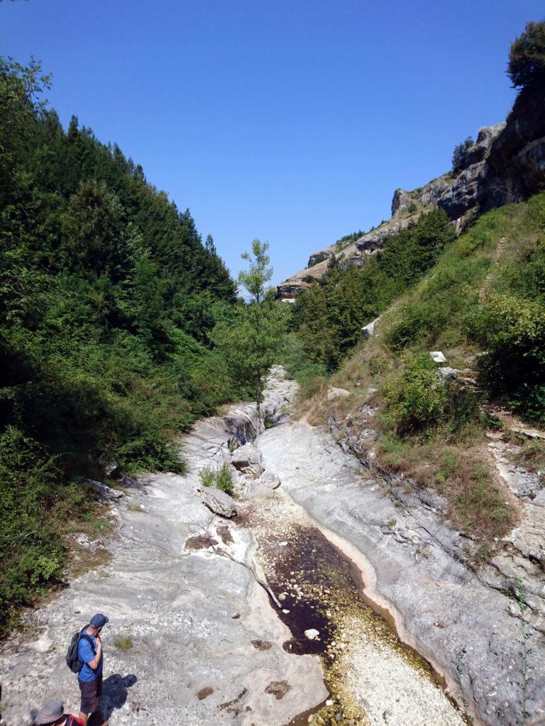 il fondo della valle, ove è presente una fonte che si dice essere miracolosa