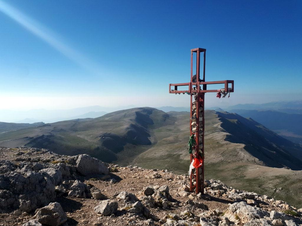 croce di vetta: all'orizzonte, distese di nulla