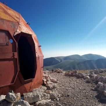 gemelli diversi: cima del Monte Amaro dal Rifugio Pomilio, dal Gran Sasso alla Majella