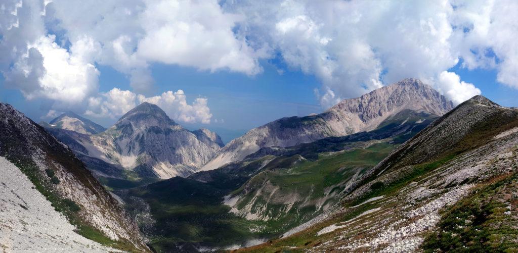 dalla sella del Monte Portella, vista su Campo Pericoli, una bellissima conca glaciale subito dietro il Rifugio Duca degli Abruzzi