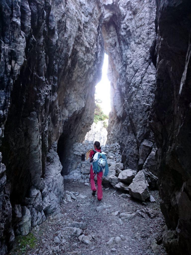 la grotta naturale sul sentiero che porta al rifugio Brentei