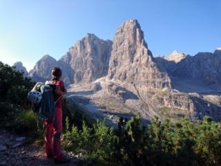 Vista del Crozzon del Brenta e del canalone Neri dal sentiero verso il Brentei