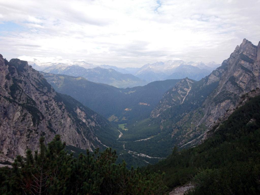 vista della parte bassa della conca del Vallon