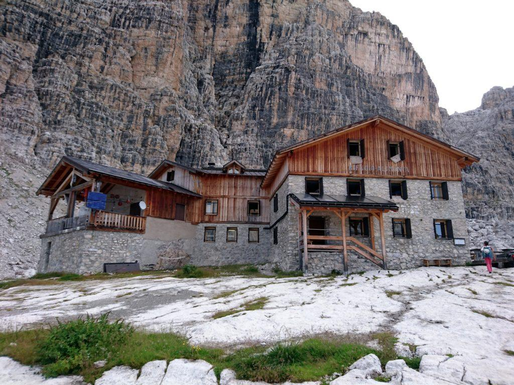 il rifugio Alimonta nella sua invidiabile location