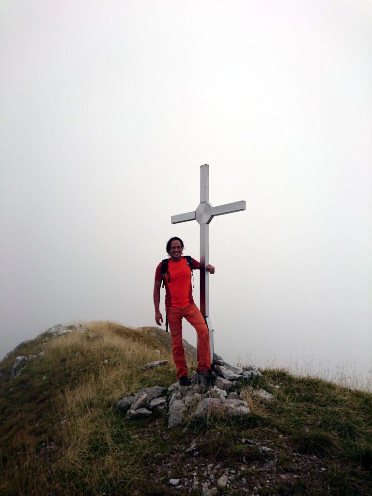 Ed eccoci arrivati alla piccola croce di vetta del Monte Secco