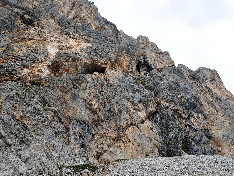 le belle grotte alla base della cima del Vallon