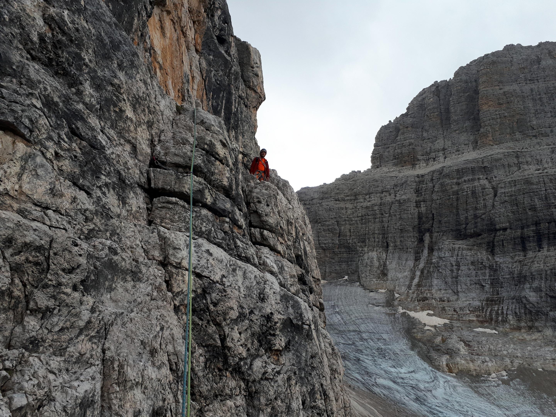 io al termine dei primi 8 metri del tiro iniziale, sul terrazzo roccioso