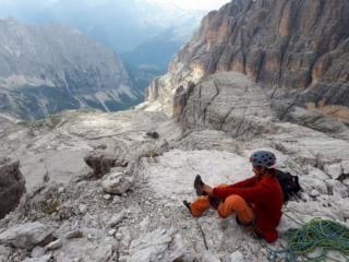 via le odiose scarpette e rimettiamo le comode pedule prima degli ultimi metri di facile scalata