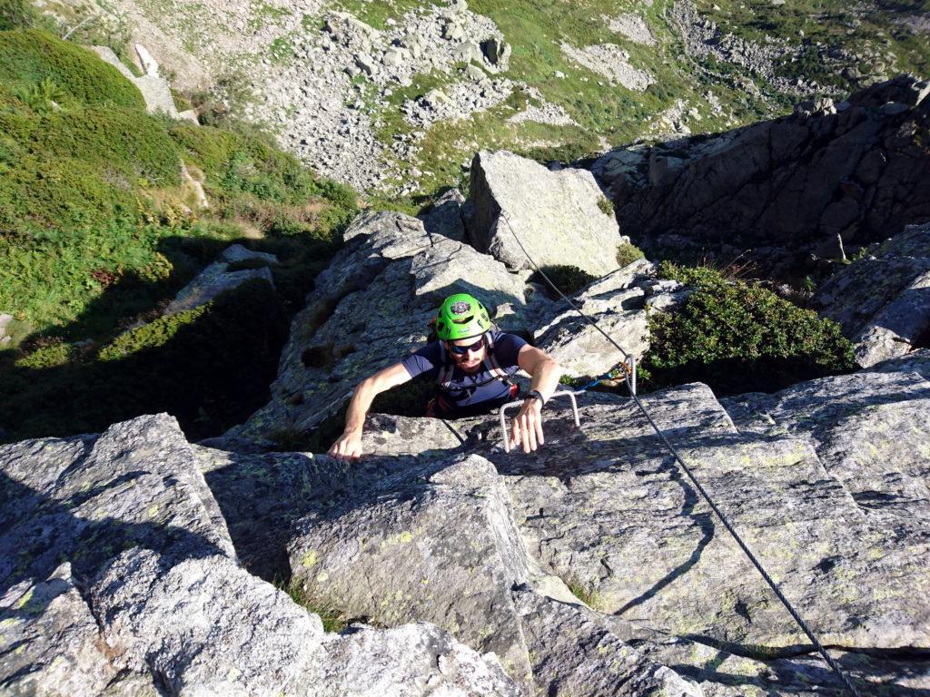 anche volendo arrampicare raggiungere la roccia è quasi impossibile: c'è sempre qualche staffa in mezzo alle balle!