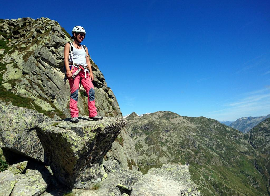 una roccia scolpita dalla natura in forma di piedistallo: potevamo non salirci sopra?