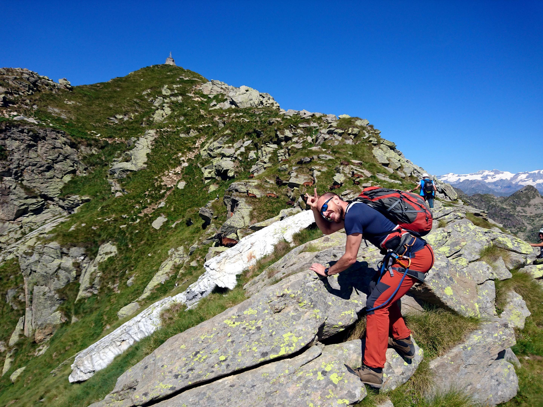 tra noi e la vetta vera e propria del Mucrone, un gruppo di capre alpine
