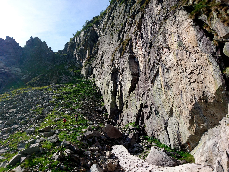 la parete Piacenza, dove si trovano molte vie di arrampicata, oltre che l'attacco della Ferrata del Limbo, un poco più a monte