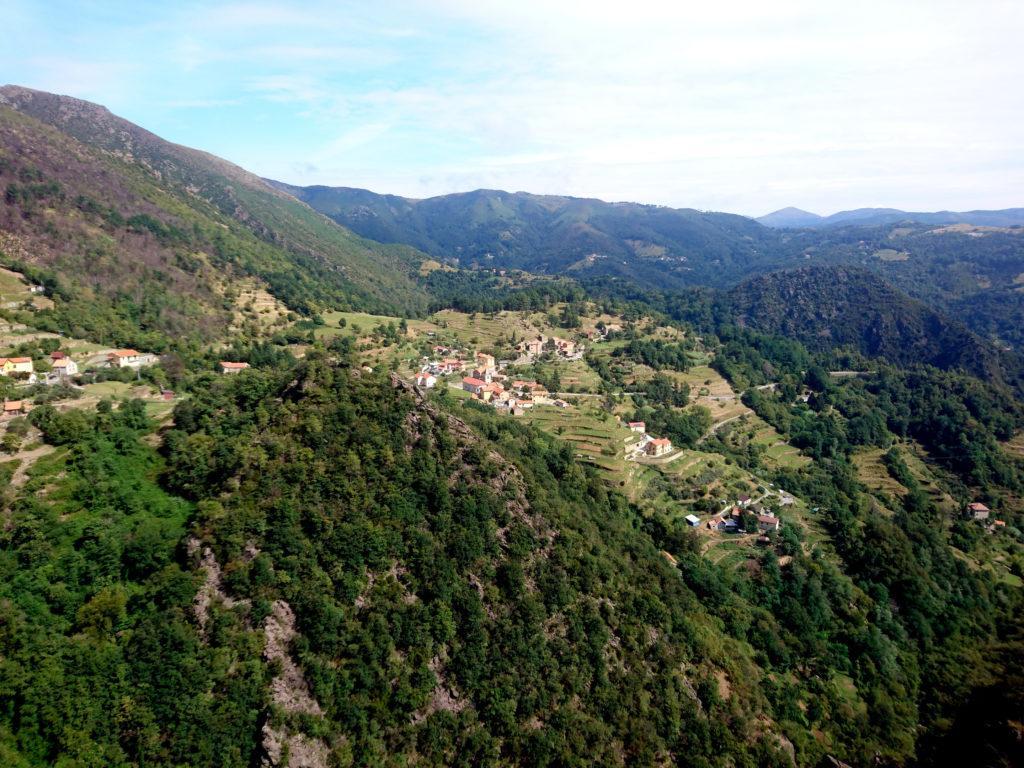 il paesino di Sambugo e i suoi terrazzamenti