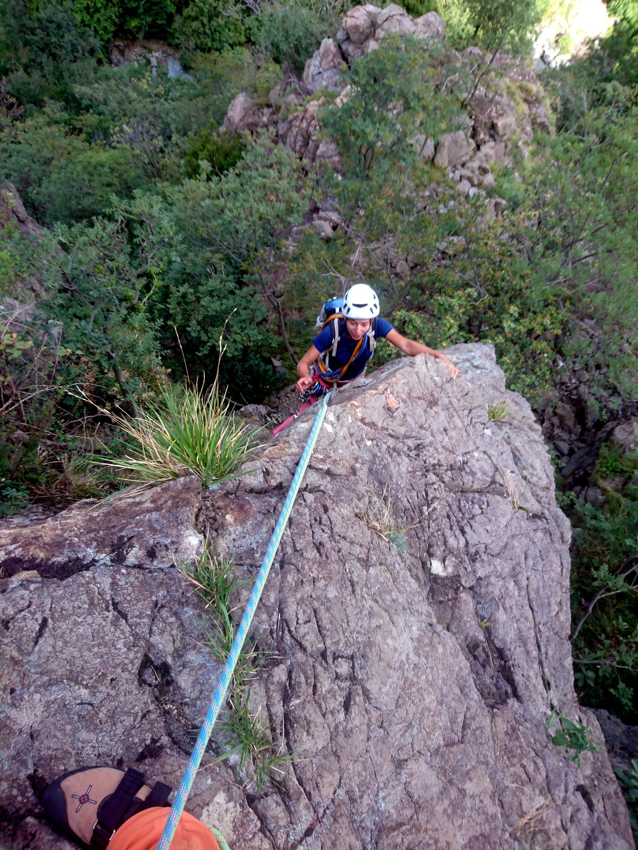 uscita del terzo tiro: la roccia è sempre ottima e l'arrampicata divertente