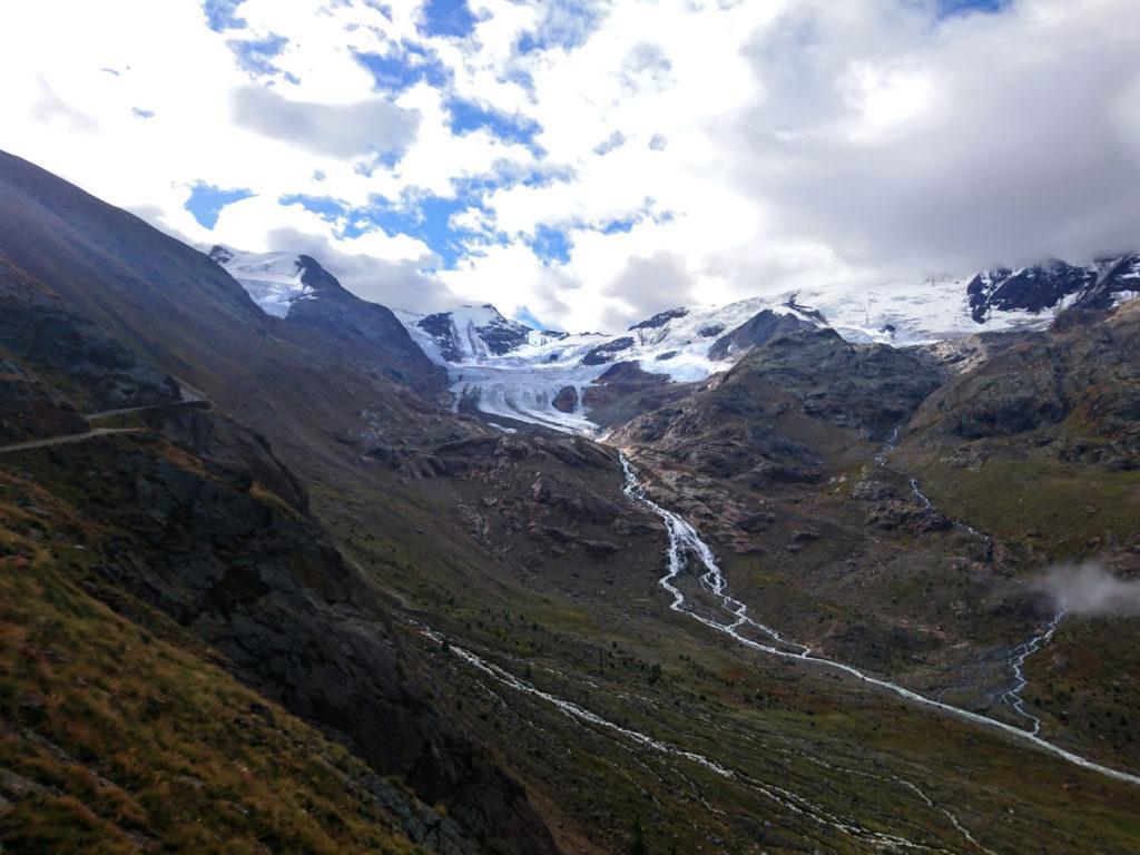 Siamo quasi al Branca e il ghiacciaio inizia a mostrarsi nella sua interezza