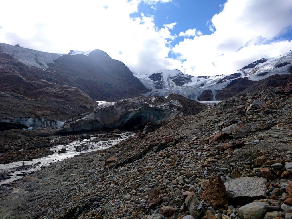 L'attuale fronte del ghiacciaio. Già solo l'anno scorso era più o meno dove sono io a far la foto