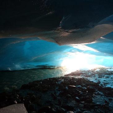 Grotta di ghiaccio al Ghiacciaio dei Forni con l'SGL: 50 sfumature di blu