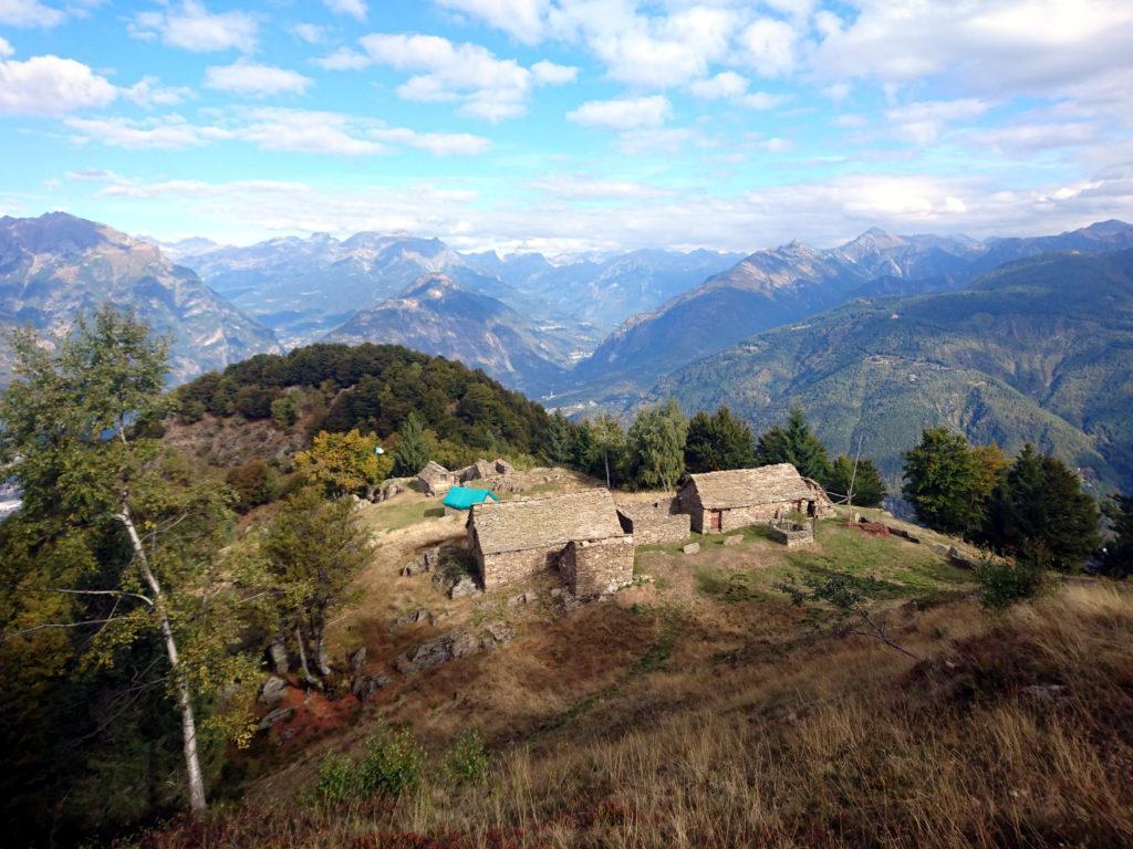 ma prima, ultimo sguardo all'Alpe Drisoni da un po' più in alto