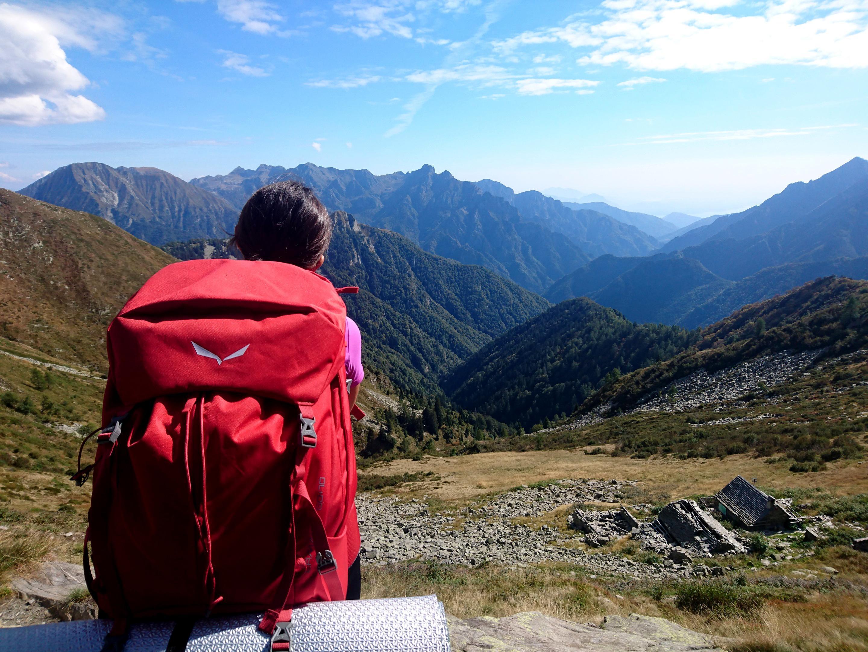 il bivacco del Ragozzale e la splendida vista verso l'interno della Val Grande