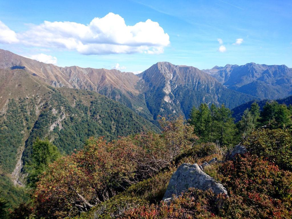 uno sguardo verso l'Alpe di Vald, andata distrutta un paio d'anni fa a causa di un incendio (sigh!)