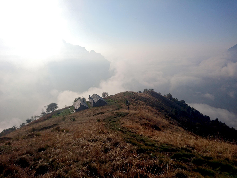 salutiamo quindi il Mottac, con ampie nubi di condensa ce iniziano a salire da valle