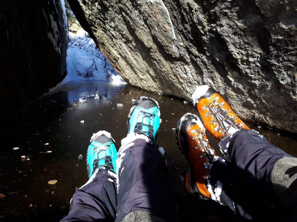 i nostri scarponi che iniziano a non fare più il loro dovere: senza ciaspole e con questa neve bagnata a fine giornata ci ritroveremo entrambi i piedi bagnati