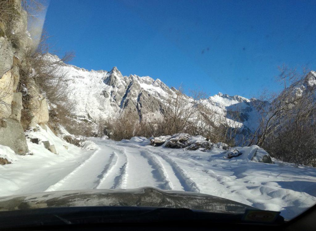 la strada che risale la Val Nambrone: a breve, dopo esserci impantanati, saremo costretti ad un rapido dietro front!