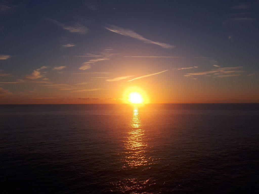 tramonto spettacolare visto dalla piazzetta dell'Assunta, isola di Camogli