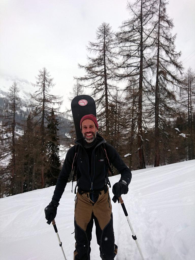 Samu sorridente lungo la risalita del boschetto